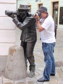 Estatua del paparazzi en Bratislava, Eslovaquia