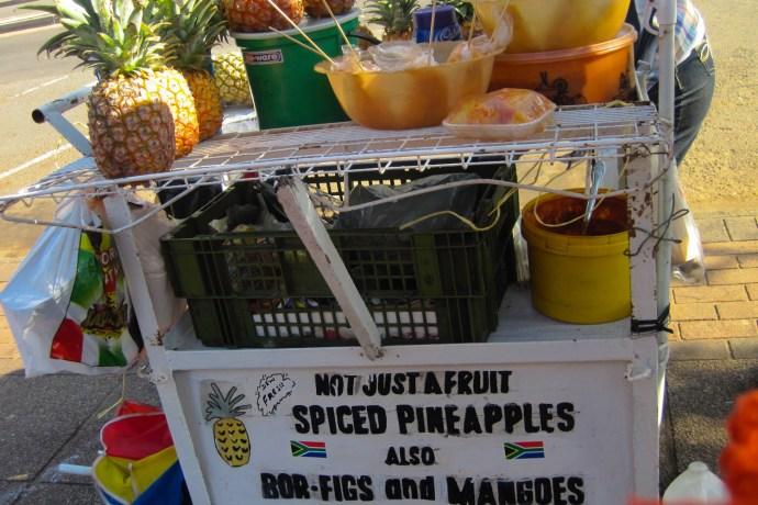 Carrito de piñas con especias en Durban, Sudáfrica