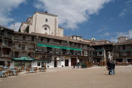 Plaza Mayor e iglesia de Nuestra Señora de la Asunción, Chinchón, Comunidad de Madrid, España