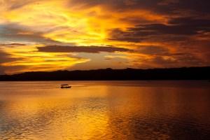 Atardecer en el lago de Flores, Guatemala
