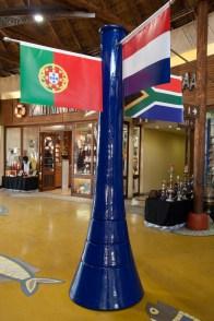Vuvuzela decorativa en la zona comercial del acuario uShaka Marine World de Durban, Sudáfric