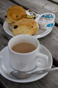 Un apetitoso cream tea en una tranquila tarde en la Isla de Wight, Reino Unido