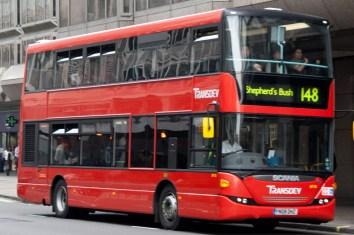 Uno de los famosos double-deckers rojos de Londres, Reino Unido
