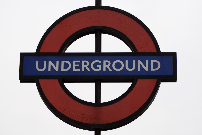 Letrero del Underground o Tube, el metro de Londres, Reino Unido
