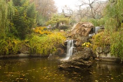 Un hermoso jardín ubicado en la entrada a la sección de la Gran Muralla China de Mutianyu.