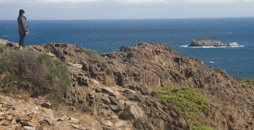 Disfrutando de la vista en el Cap de Creus, España
