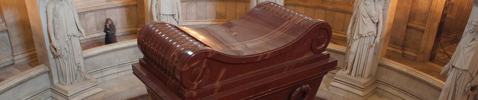 El colosal sarcófago de Napoleón Bonaparte en Les Invalides, París
