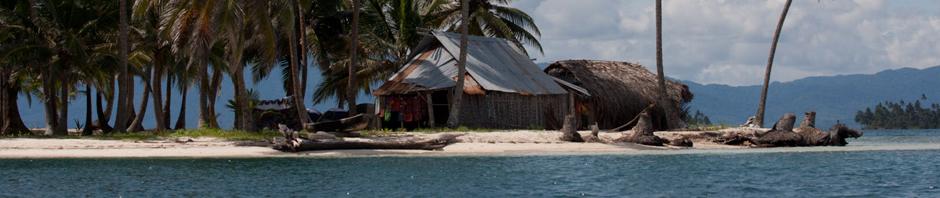 Cabañas en una isla del archipiélago de San Blas o Guna Yala, Panamá