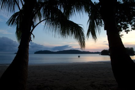Amanecer en el campamento de la ANAM, Coiba, Panamá