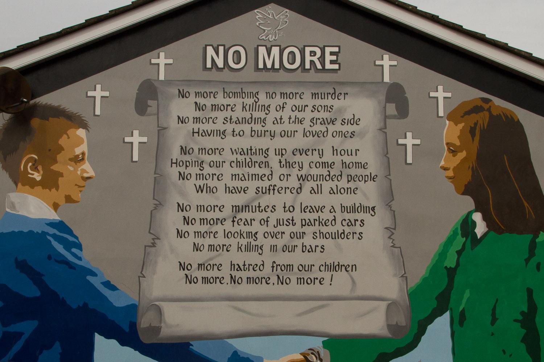 Mural con el poema No More, Belfast, Irlanda del Norte