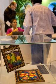 Molas y negocios en el stand de Panamá en FITUR 2013