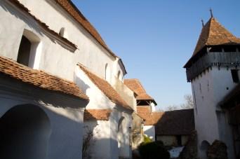 Interior de los muros de la Iglesia fortificada de Viscri, Rumanía