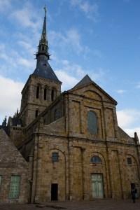 Fachada de la iglesia de la abadía del Mont-Saint-Michel, Normandía, Francia