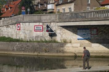 Canal hacia del río Rin desde el río Doubs, Besanzón, Francia