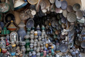 Artesanías en la medina de Fez, Marruecos