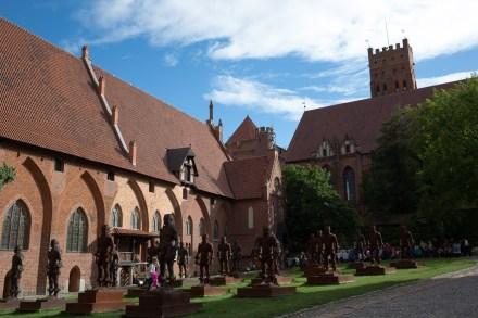 Patio del castillo medio de la fortaleza de Malbork, Polonia