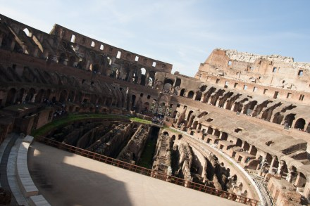 Interior del Coliseo Romano, Roma, Italia