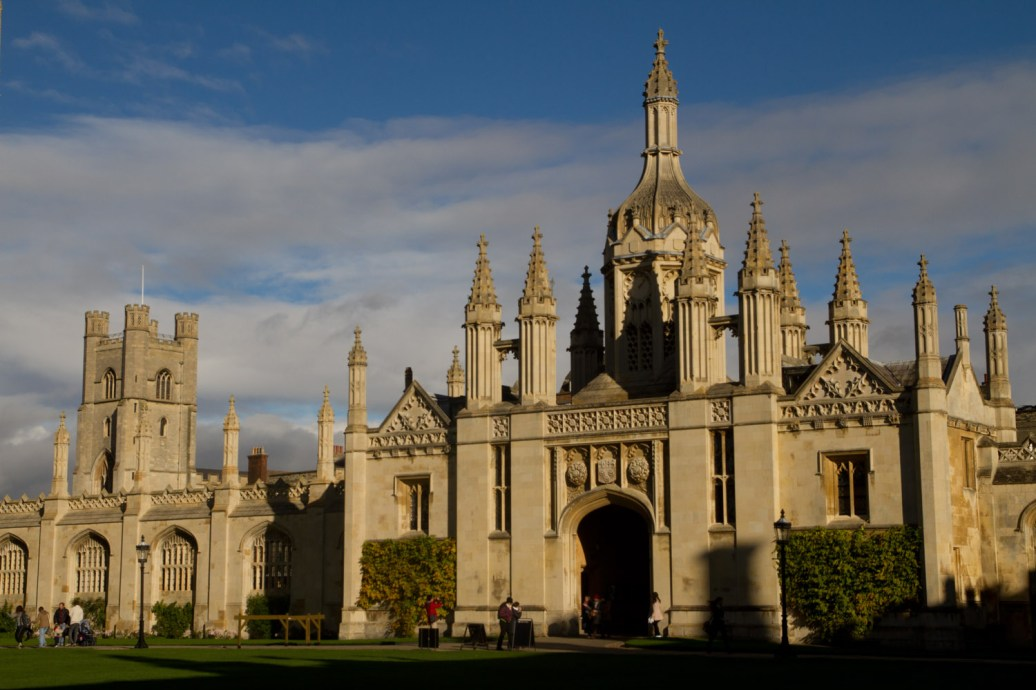 Puerta de entrada a King's College, Cambridge, Inglaterra
