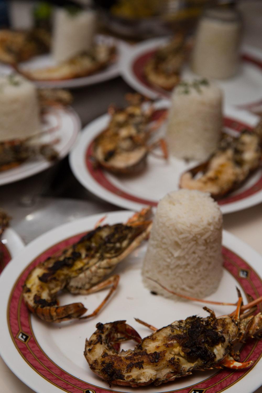 Langostas frescas preparadas en San Blas, Panamá