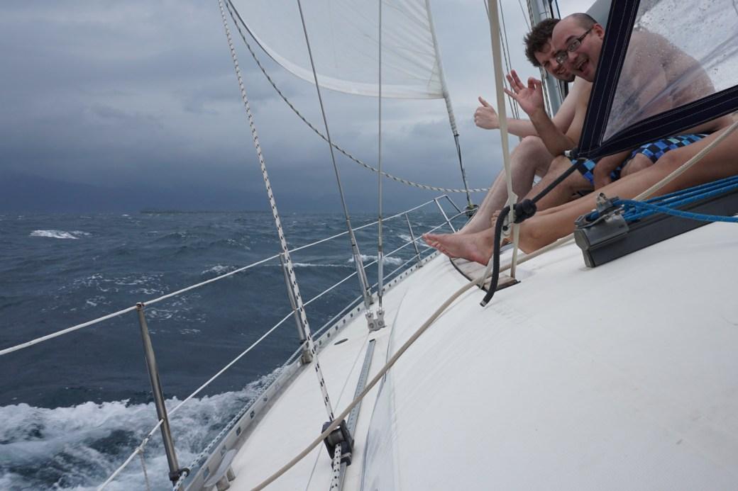 Navegando en San Blas a bordo del velero Cinco