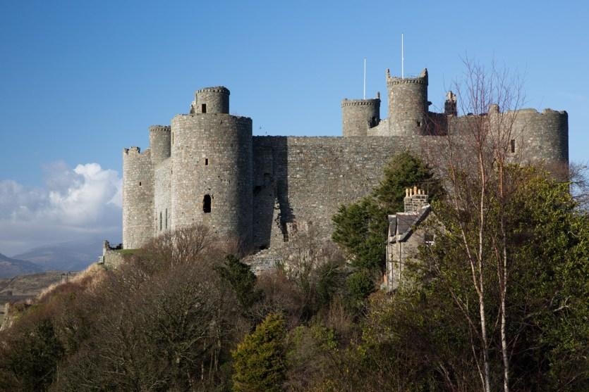Vista exterior del castillo de Harlech, Gales, Reino Unido