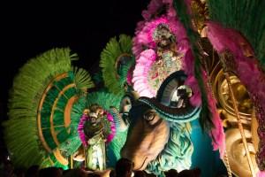 Carroza alegórica de carnaval en el parque Porras de Las Tablas de noche