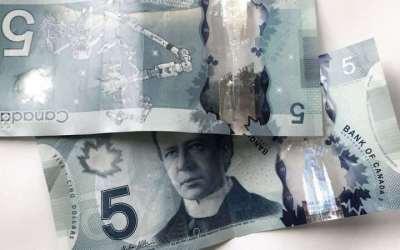 اسکناسهای ۵ دلاری کانادا عمودی میشوند