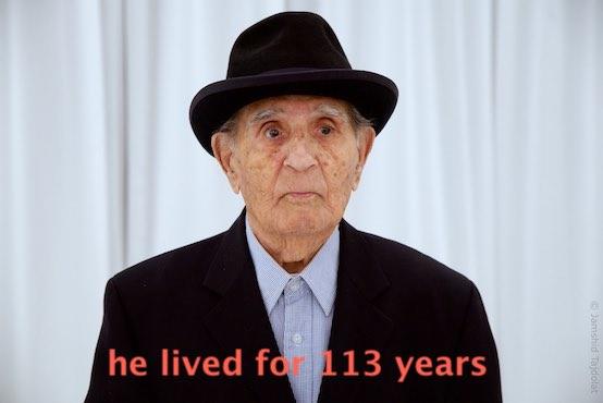 یکی از کهنسالترین مردان ایرانی( اگر نه کهنسالترین) دو روز پیش در شهر تورنتو در سن ۱۱۳ سالگی آخرین برگ دفتر زندگیاش را نوشت و رفت. محمد محیالدین، متولد سال ۱۲۸۶ شمسی برابر با ۱۹۰۶ میلادی بود. یعنی در سالی که انقلاب مشروطه در ایران پا میگرفت در شهر تفرش به دنیا آمده بود.