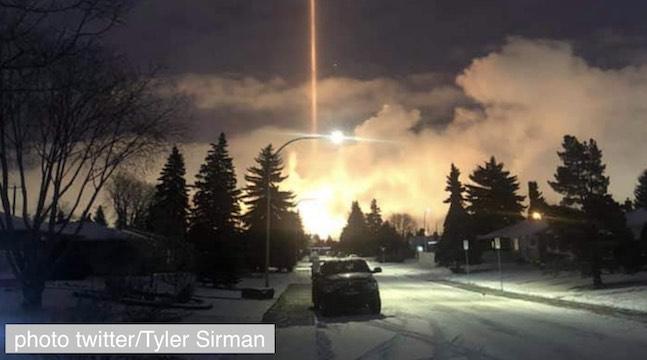 نور آخرالزمان در آسمان کانادا