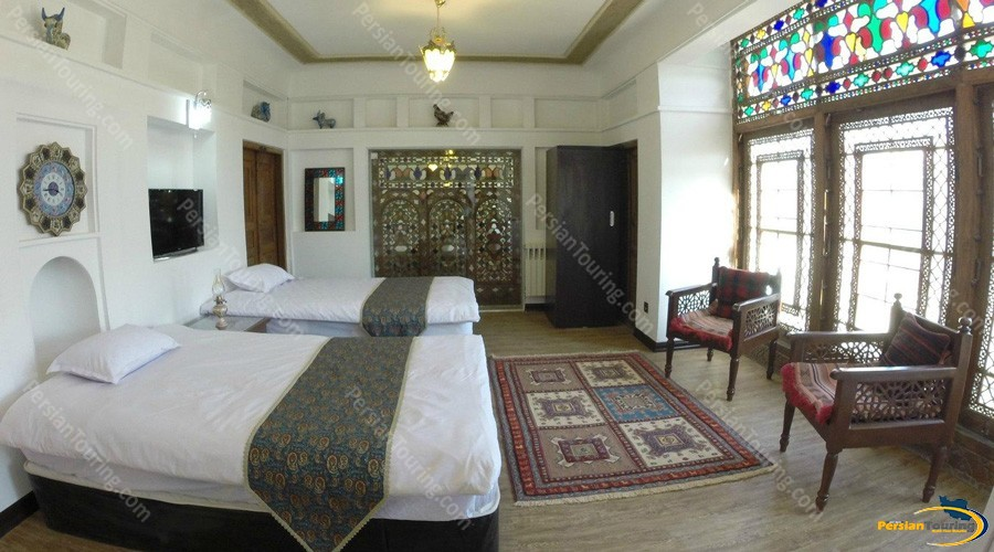 Atigh-Traditional-Hotel-Isfahan-13