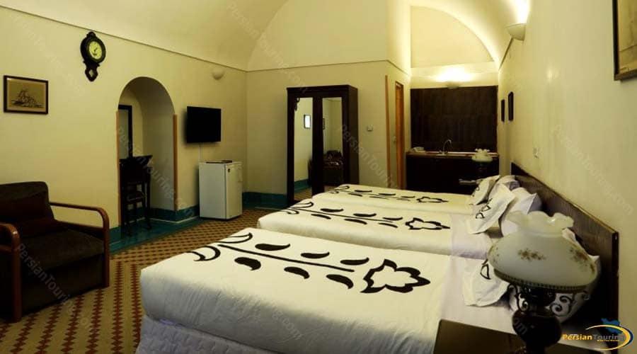 dad-hotel-yazd-triple-room-1