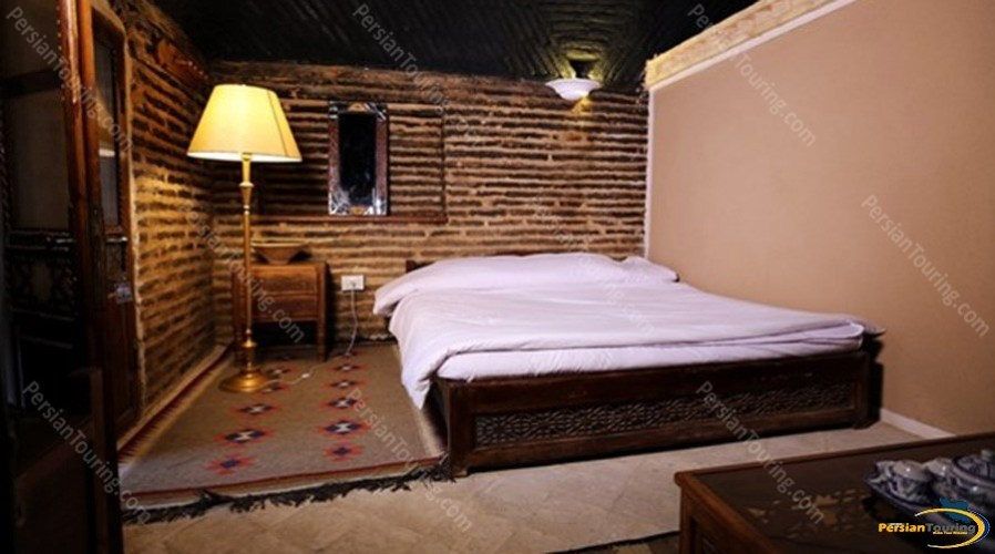 kuhpa-caravanserai-isfahan-shab-neshin-room-3