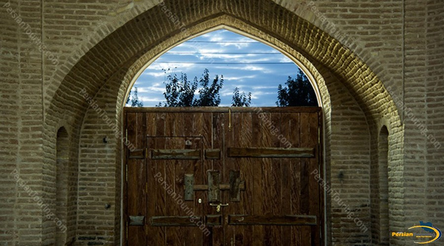 kuhpa-caravanserai-isfahan-view-4