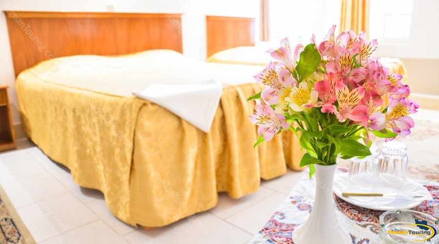 malek-hotel-isfahan-triple-room