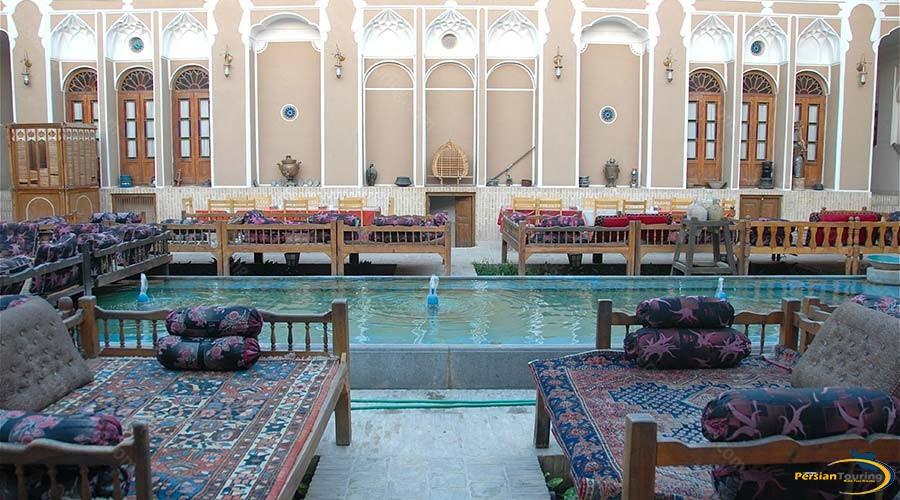 mehr-traditional-hotel-yazd-yard-1