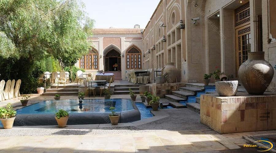 moshir-al-mamalek-garden-hotel-yazd-yard-1