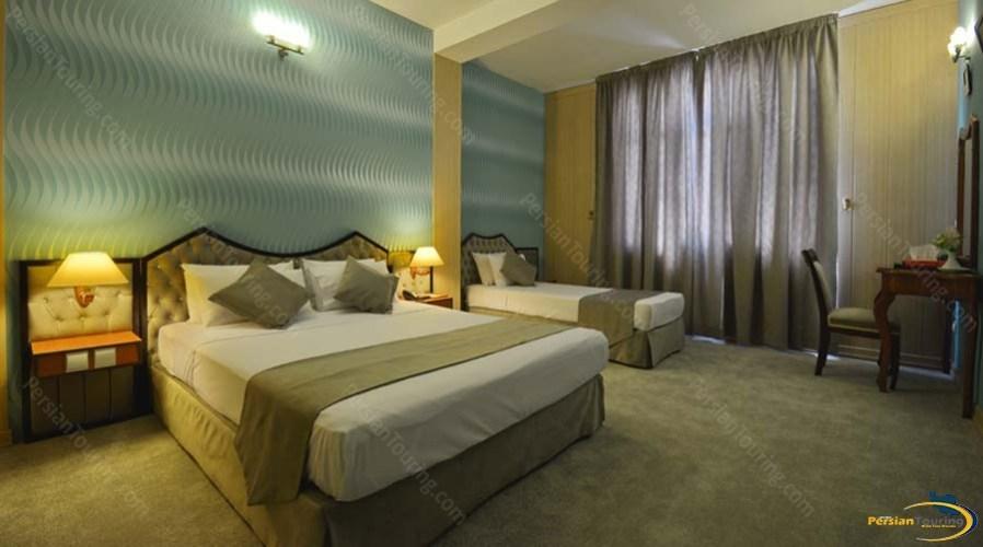 park-saadi-hotel-shiraz-triple-room-2