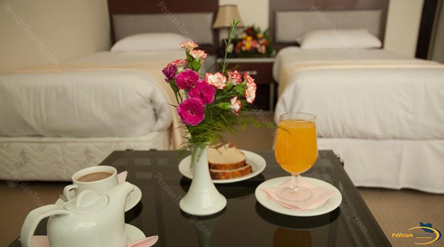 varzesh-hotel-tehran-twin-room-4