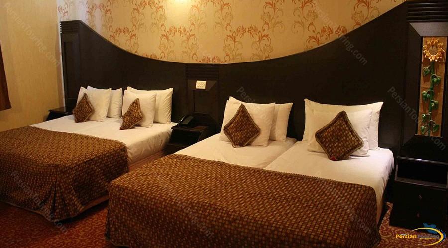 baba-taher-hotel-tehran-quadruple-room-4
