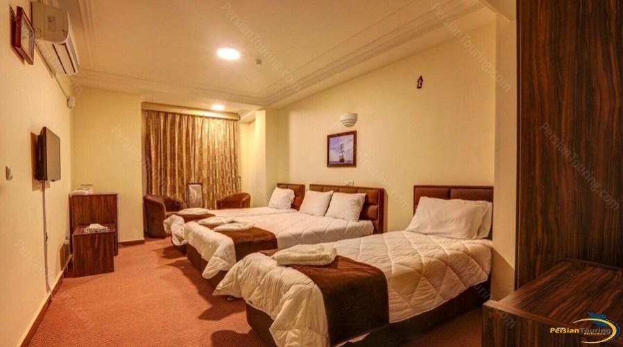 alvand-hotel-qeshm-quadruple-room-1