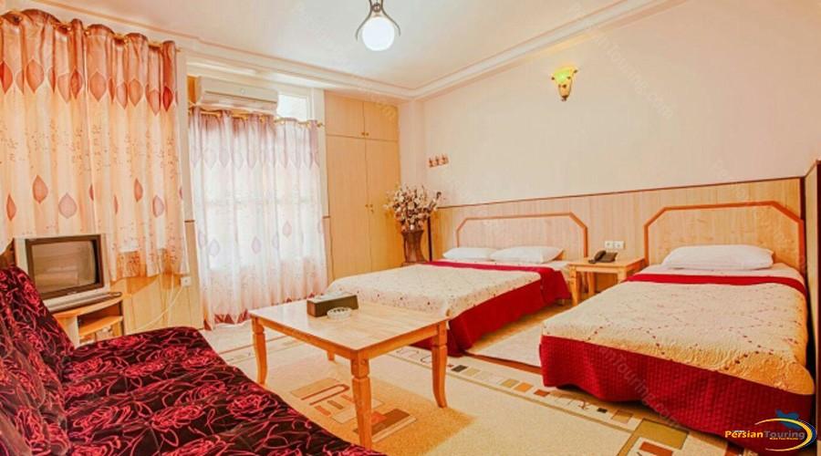 aram-hotel-qeshm-triple-room-1