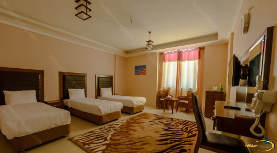 qeshm-eram-hotel-quadruple-room-2