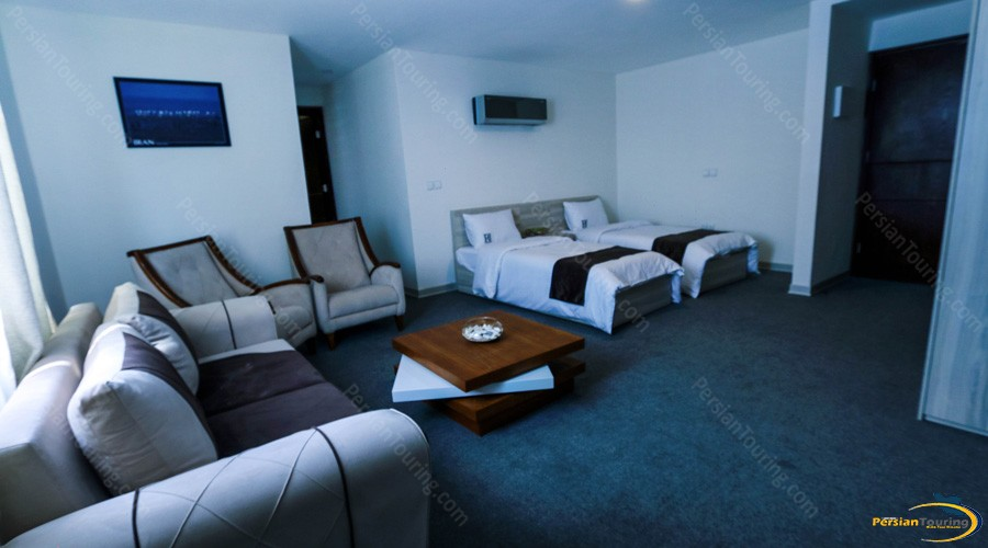 rayhaan-hotel-qeshm-quadruple-room-1
