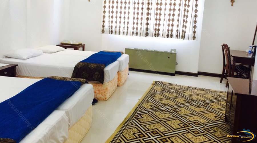 amir-kabir-hotel-kashan-quadruple-room-1