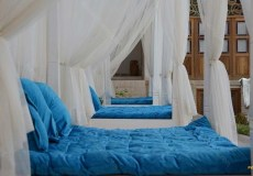 ariana-hotel-kashan-double-room_inside-the-yard-1