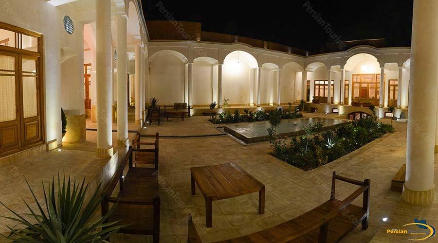 darb-bagh-hotel-kashan-yard-1