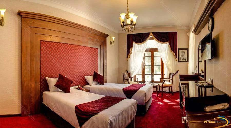 persepolis-apadana-hotel-twin-room-1