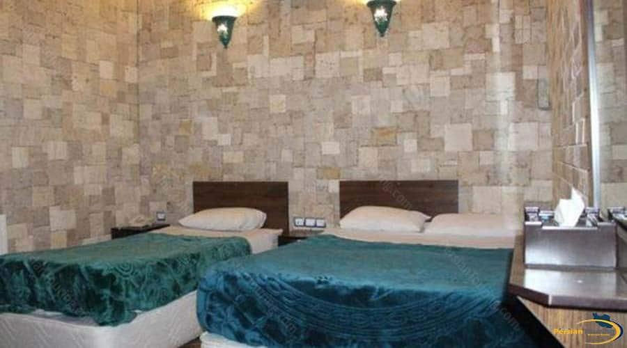 firoozeh-traditional-hotel-yazd-triple-room-1