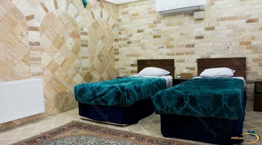 firoozeh-traditional-hotel-yazd-twin-room-1