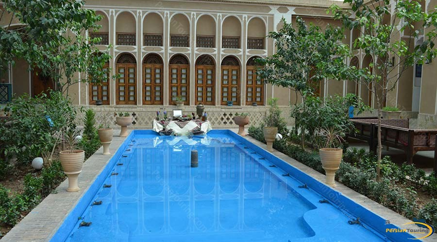 mozafar-traditional-hotel-yazd-yard-3